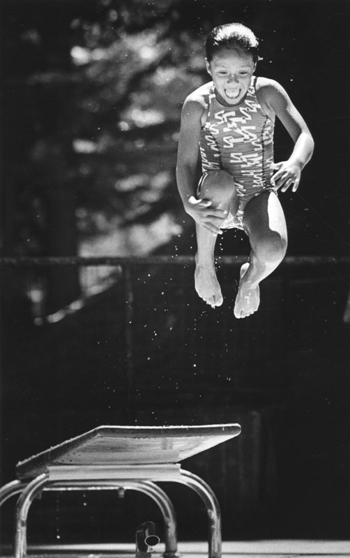 00085350 - diving board girl