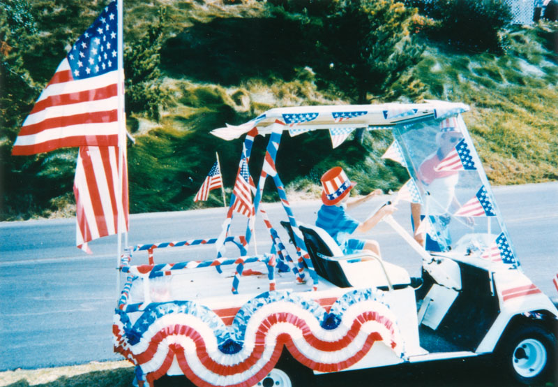 FOURTH OF JULY GOLF CART