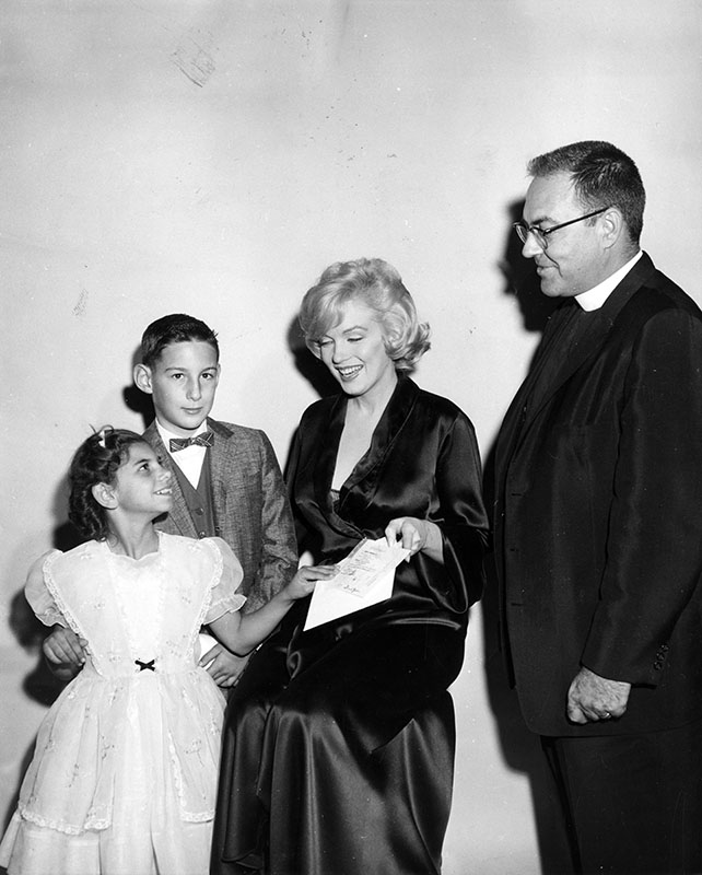marilyn monroe at movie screening