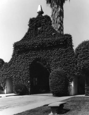 hollywood cemetery entrance